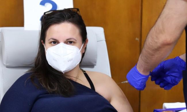 Франция позволи различна втора доза за ваксинираните с AstraZeneca