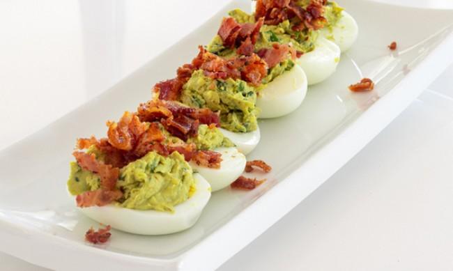 Рецептата Dnes: Яйца, пълнени с бекон и кисели краставички