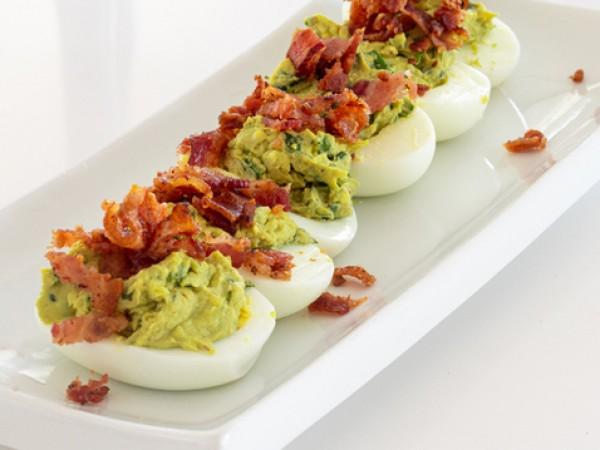 Продукти:8 твърдо сварени яйца1/2 ч.ч. майонеза1 ч.л. горчица по ваш