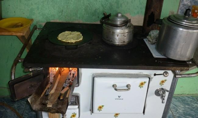 Смениха 700 стари печки в София с климатици и радиатори