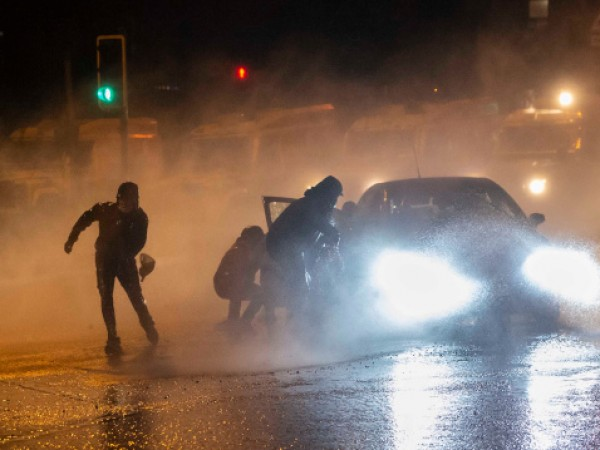 14 полицаи са били ранени в Северна Ирландия по време