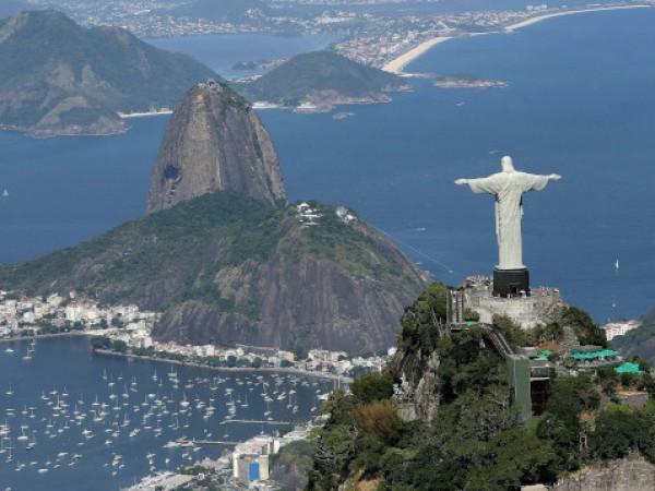Нова гигантска статуя на Христос се строи в малък град