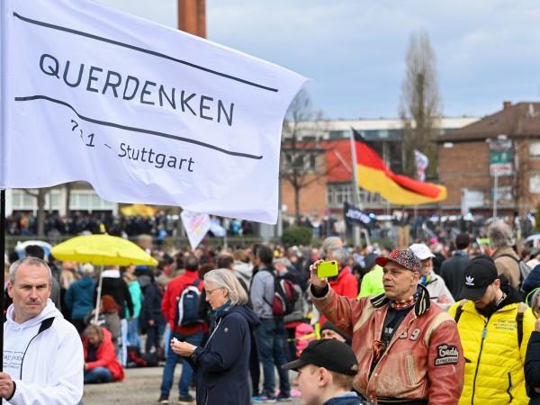 Стотици германци излязоха по улиците на големите градове в страната