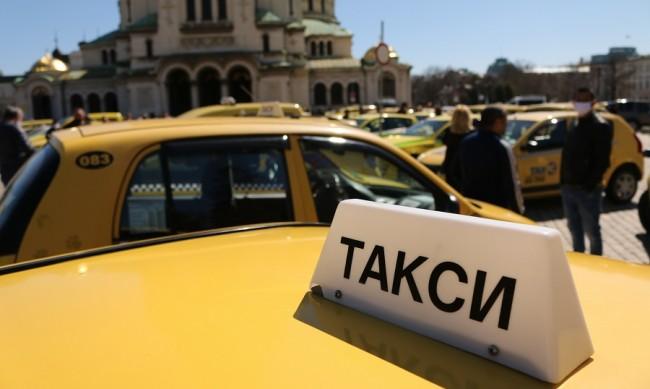 Такситата в София вече возят на по-високи цени