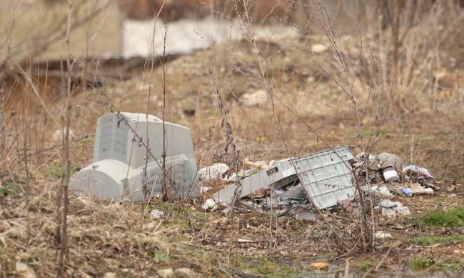 Над 10 нерегламентирани сметища са почистени в Пернишко