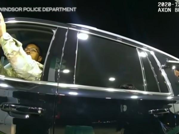 Един полицай е бил уволнен, а губернаторът на американския щат