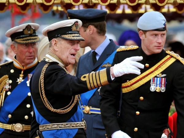 Британският принц Хари пристигна във Великобритания без съпругата си Меган