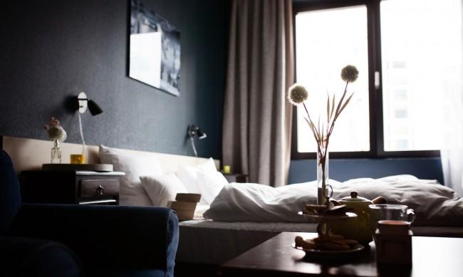 Спад на приходите на хотелите с 42% за година