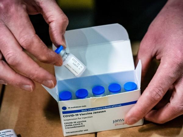В Европейския съюз започна разпределението на първите доставки от ваксината