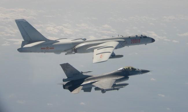 25 китайски самолета във въздушното пространство на Тайван