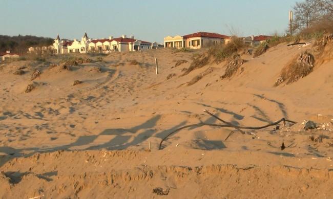 И прокуратурата нареди проверка за разорани дюни