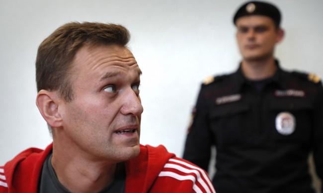 Навални отново недоволен - съди затвора, че не му дават Корана