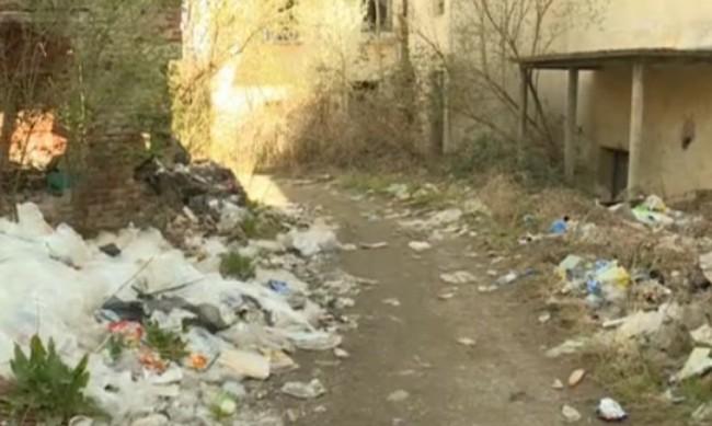 Центърът на кюстендилско село стана сметище: Хората били такива