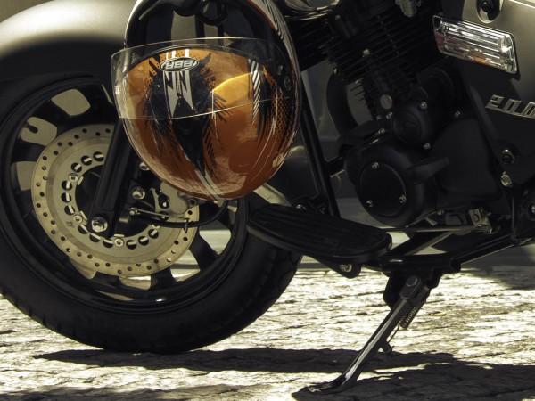 Пловдивската полиция издирва моторист, който карал нерегистрирана машина и избягал