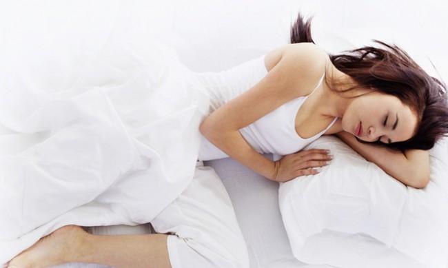 5 ползи от спането на лявата страна