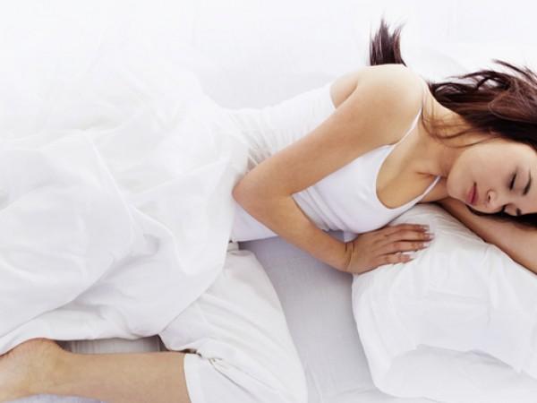 Позицията по време на сън има значение за здравето. Спането