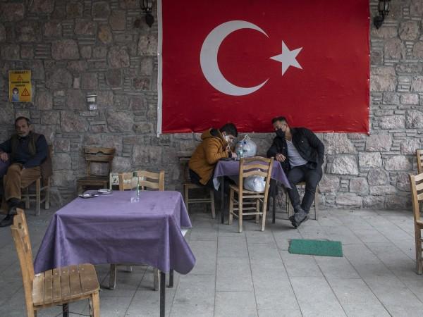 Във връзка с разпространението на COVID-19 Турция обяви нови ограничителни