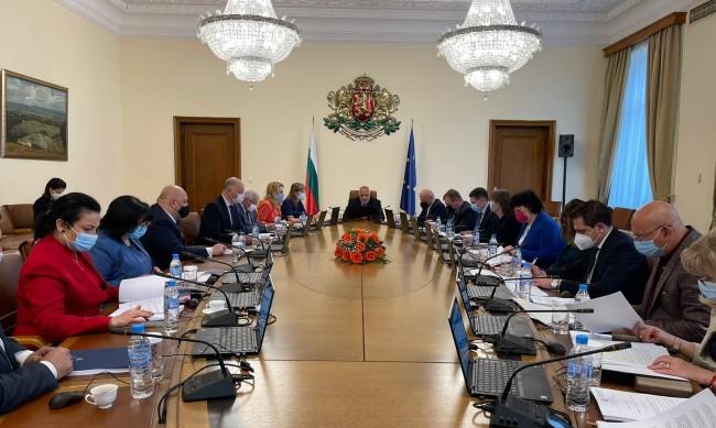 Премиерът Бойко Борисов подаде оставката на правителството