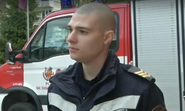 Млад пожарникар предаде в полицията намерени на пътя пари
