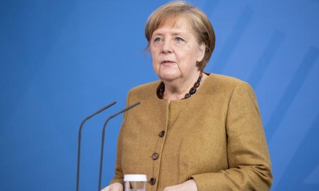 """Утре Меркел ще получи първа доза от ваксината на """"АстраЗенека"""""""