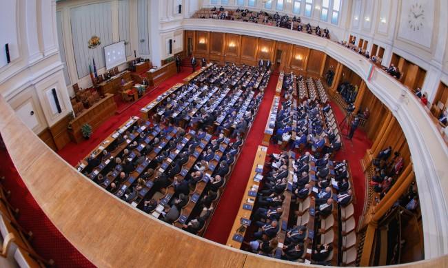 Борисов финтира депутатите, те готвят комисии