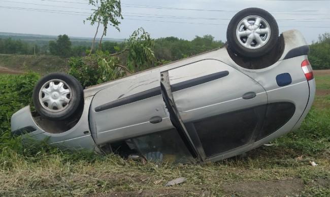 Кола с трима възрастни и две деца се обърна на пътя Варна - Бургас