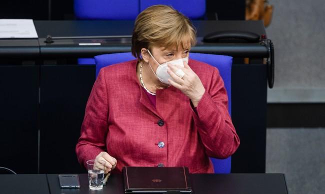 Меркел: Локдаунът и вечерният час са жизненоважни
