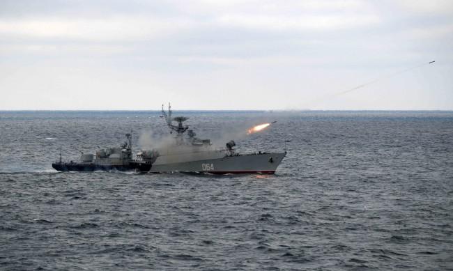 Русия ограничава до октомври корабоплаването около Крим