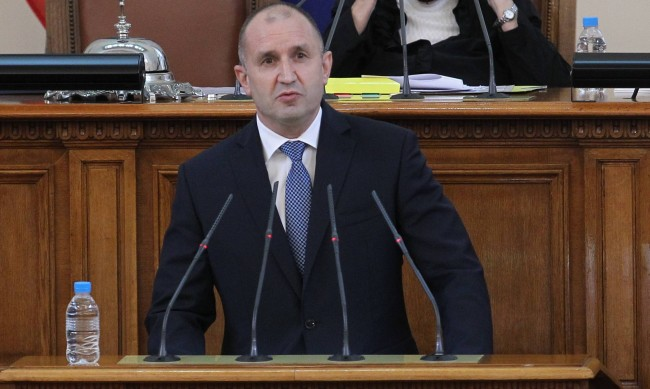 Президентът ще проведе консултации с партиите в НС в един ден