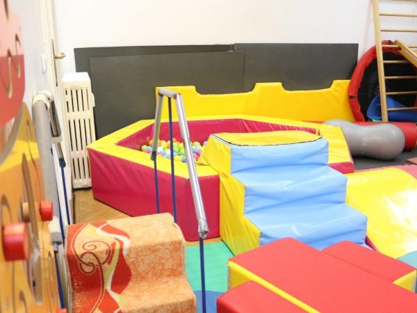 От 19 април, посещенията в детски центрове, клубове и други,
