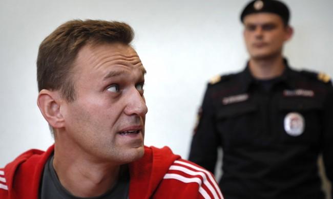 Навални: Заплашват, че ще ме хранят с усмирителна риза