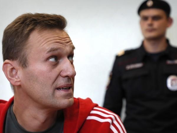 Навални: Заплашват, че ще ме хранят с усмирителна риза..