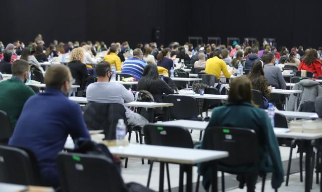 739 кандидати се борят за 29 места на младши прокурори