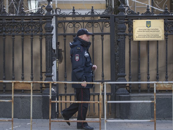 Украинският шарже дафер в Москва Васил Покотило беше извикан днес