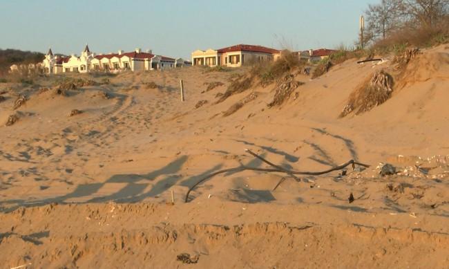 Глобяват концесионера заради разорания плаж