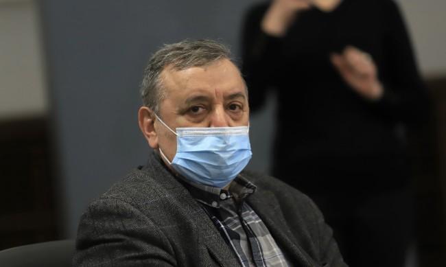 Кантарджиев: Да се отложи публиката по стадионите и отварянето на баровете