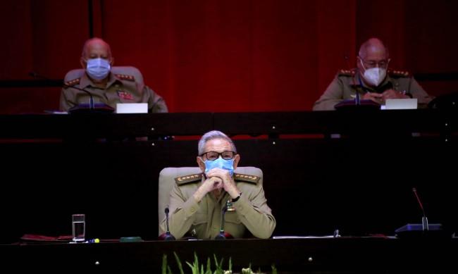 Раул Кастро се пенсионира, една ера приключва за Куба