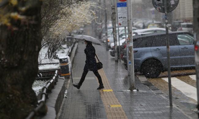 И днес ще е дъждовно, в планините се очакват снеговалежи