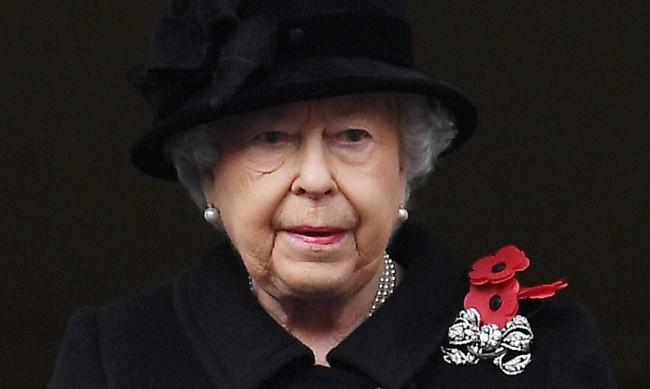 Какви са тайните послания на Елизабет  II  чрез бижутата й?