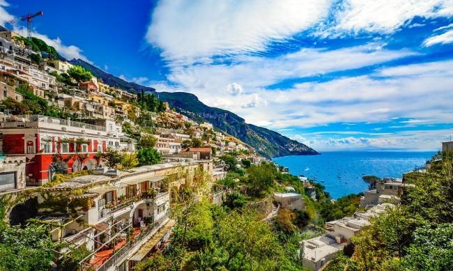 Ще успее ли Италия да спаси туризма си като съперника си Гърция?