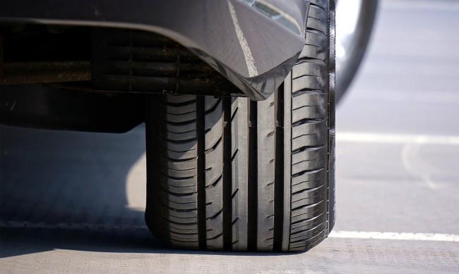 Нов проблем пред автомобилната индустрия: Няма каучук