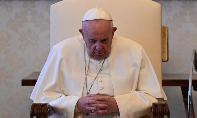 Папа Франциск е обезпокоен от засилването военните дейности в Украйна