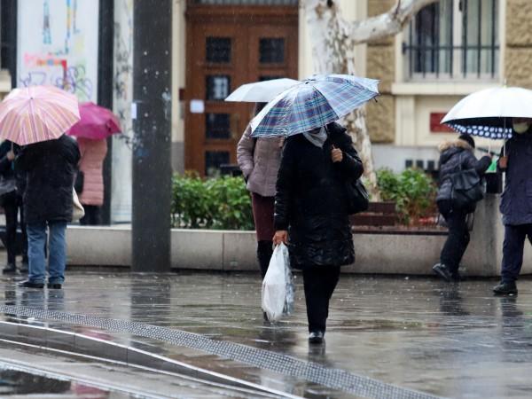 Новата седмица започва с облачно време и значителни валежи от