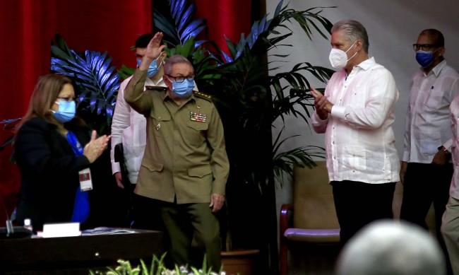 Мигел-Диас Канел замени Раул Кастро в кубинската компартия