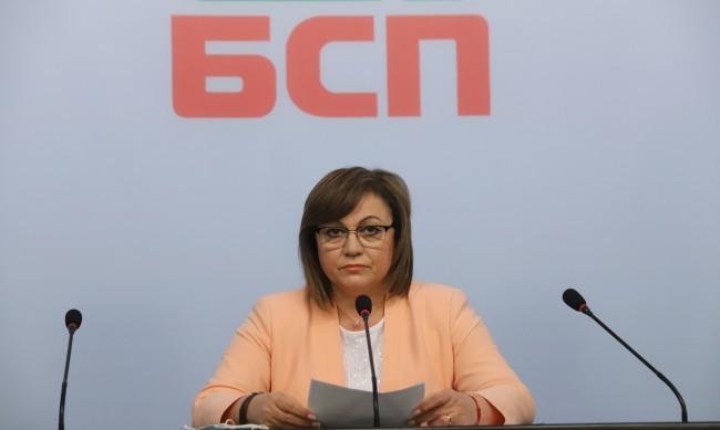 Нинова: Някой виждал ли е Слави Трифонов на протестите?