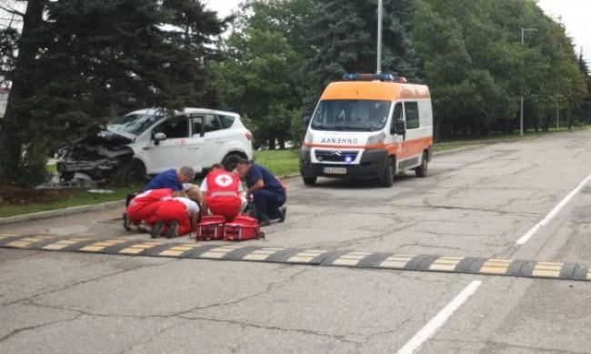 Тир и бус се удариха челно, почина единият шофьор