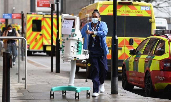 Във Великобритания: Около 5 млн. души чакат за здравна помощ