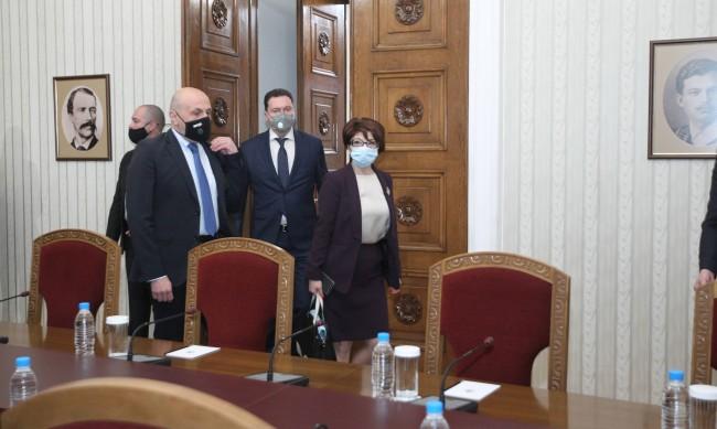 Борисов нареди кабинета от болничното легло и посъветва: Покажете плочки!