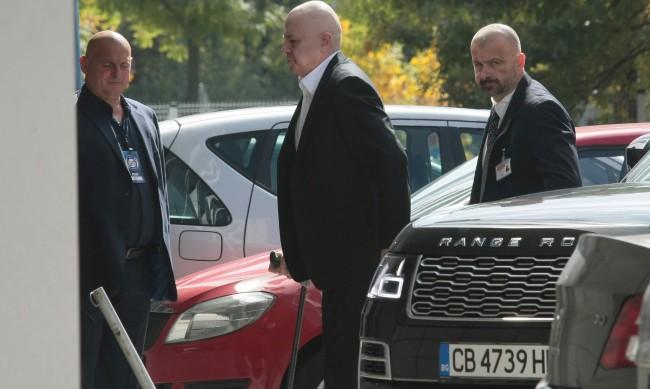 Въпросът е Трифонов ли ще е премиер, или някой от сценаристите!