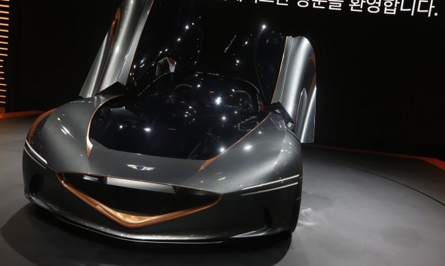 """Колата на бъдещето: С постоянен ъпдейт, """"умна"""" и без нужда от сервиз"""